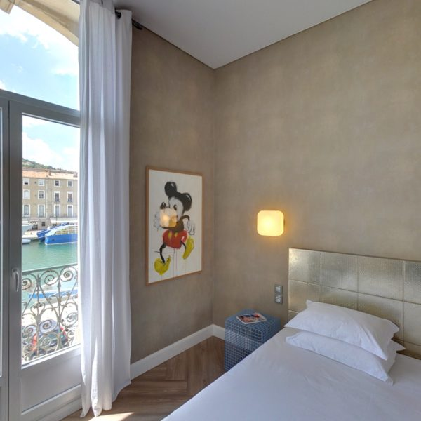 Hôtel l'Orque Bleue chambre vue canal
